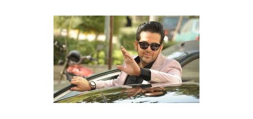 با بازی در فیلمسینمایی «سکّه» «عماد طالبزاده» برای اولینبار به دنیای بازیگری قدم گذاشت