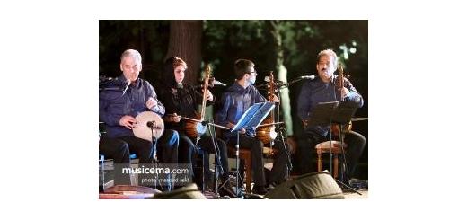 نخستین برنامه از شبهای موسیقی بارانا برگزار شد کامکارها زیر آسمان نیاوران نواختند موسیقی ما - نخستین کنسرت از فستیوال «شبهای موسیقی بارانا» در حالی برگزار شد که گروه موسیقی «کامکارها»، در میان استقبال مخاطبان، شبی به یاد ماندنی را در فضای باز کاخ نیاور