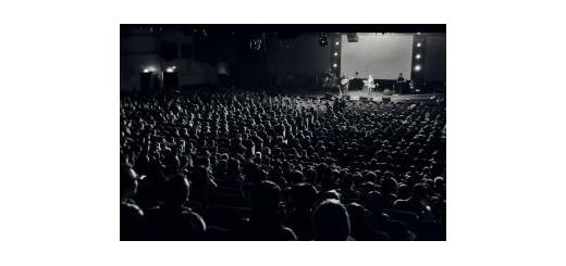 برنامه اجراهای روزهای آینده را اینجا ببینید گروههای راک و تلفیقی در تهران و شهرستانها روی استیج میروند موسیقى ما - با سپری شدن ماه مبارک رمضان و فرا رسیدن عید سعید فطر، بار دیگر اجراهاى گروههاى مختلف موسیقى از سر گرفته شده است.  به گزارش «موسیقى ما»