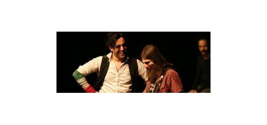 خواننده قطعه «شال» در اولین روز از جشنواره موسیقی فجر در بخش تلفیقی روی صحنه رفت کاوه آفاق: از جان لنون بهتر بودم اگر ...