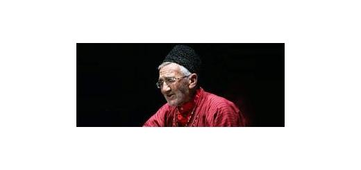 برای نخستین بار؛ آیمحمد یوسفی با دوتار ابریشمی خود به جشنواره موسیقی نواحی میآید موسیقی ما - امسال برای نخستین بار استاد «آیمحمد یوسفی» قدیمیترین و اصیلترین نوازنده بخشی در سبک درگز در نهمین جشنواره موسیقی نواحی اجرای برنامه میکند.  در این دوره از