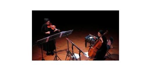 با اجرای گلریز و ژابیز زربخش موسیقی معاصر ایران در کنسرت «گفتاگوی» شنیده شد موسیقی ما - آنسامبل نیواک با نوازندگی «گلریز زربخش»، نوازندۀ ویلن و «ژابیز زربخش»، نوازندۀ ویلنسل در کنسرتی با عنوان «گفتاگوی» که تهیهکننده و مجری طرح آن موسسه نغمه سازخانه تهرا