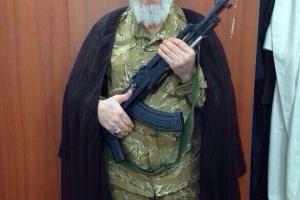 """""""سید مرتضی قزوینی"""" برای مقابله با گروه تروریستی داعش سلاح به دست گرفت+عکس"""