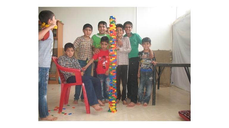مسابقه ساخت برج با 300 قطعه دومینو به همراه اهدا جوایز