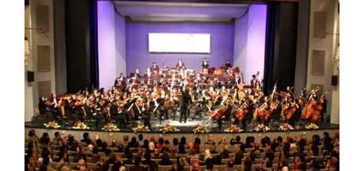 نوازندگان ارکستر سمفونیک دفاع مقدس در مناطق جنگی نواختند