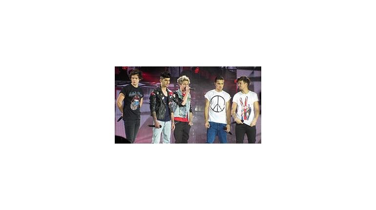 متن و ترجمه اهنگ One Direction Does He Know