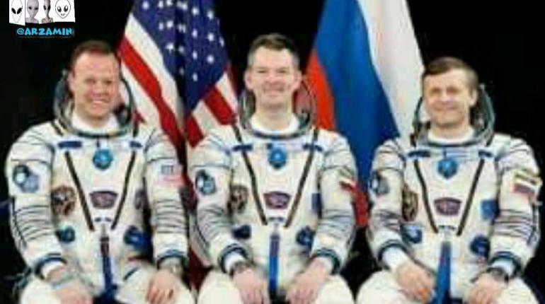 معلومه که ناسا و روسیه برای سفر به ماه ترس دارن که این ابهام می رسونه که ترس از وجود پایگاه های فرازمینی بری ماه وجود داره