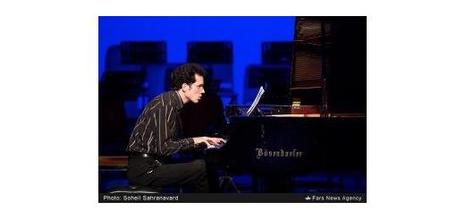 رسیتال پیانوی نوازنده آلمانی در نیاوران موریتس ارنست، اثری از «علیرضا مشایخی» اجرا میکند