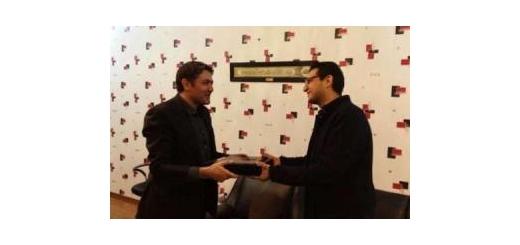 توسط مدیر کل دفتر موسیقی «کارن کیهانی» برای حضور در بیینال موسیقی ونیز تقدیر شد